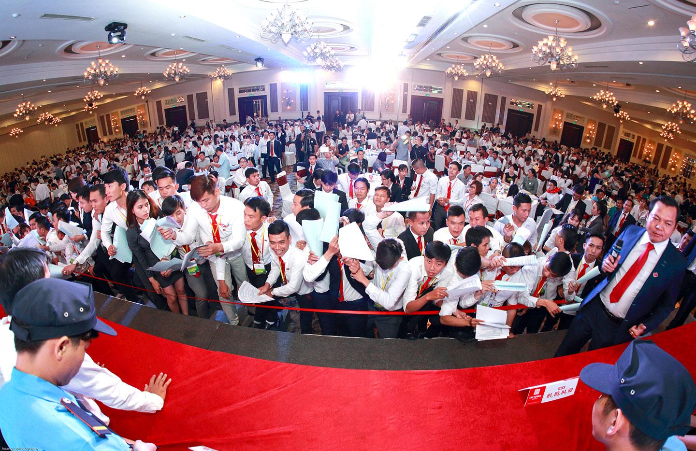 Cát Tường Group mở bán thành công phố thương mại Hồng Phát và Vip Land